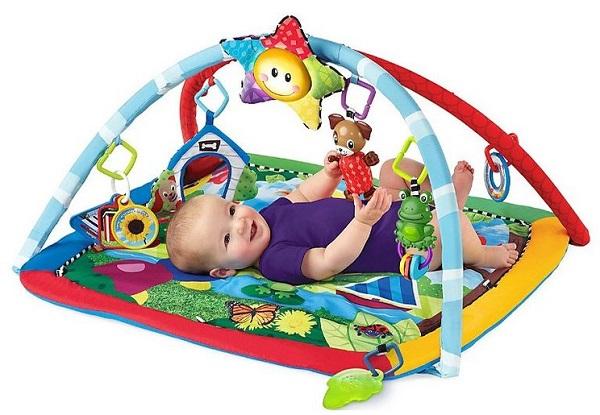 d46fb2d01e40 De manera indiscutible uno de los productos más útiles que se recomienda  regalar a los niños a la edad que nos ocupa son los gimnasios, que incluyen  música, ...