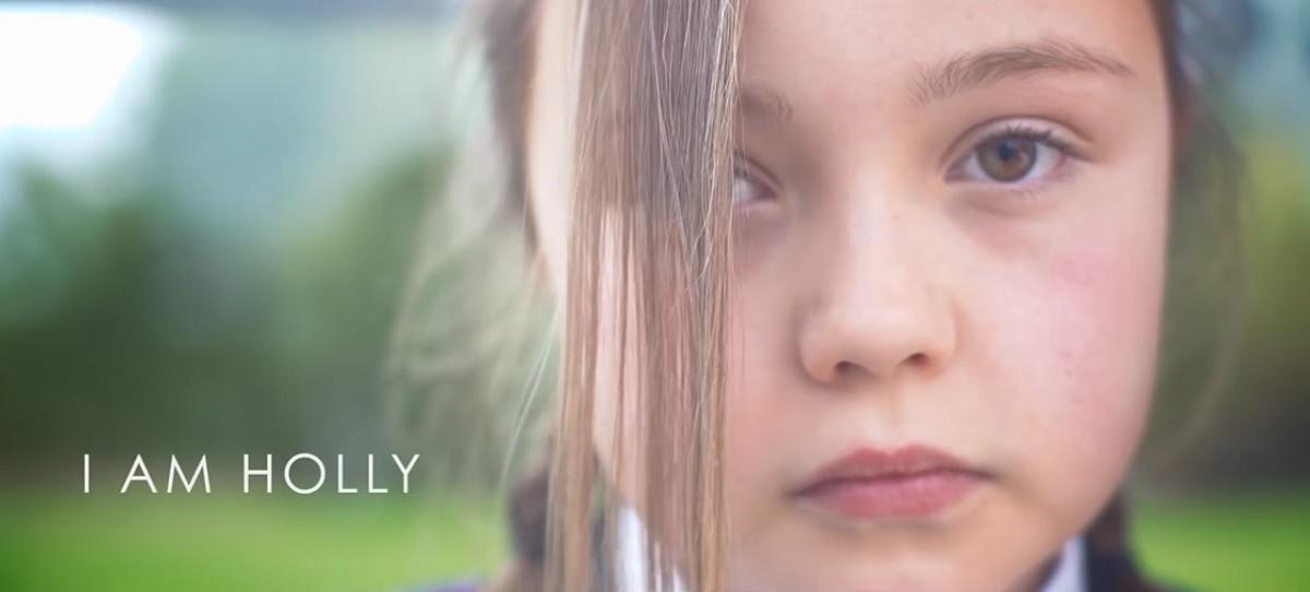 """""""I Am Holly"""", un vídeo sobre el acoso escolar"""