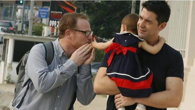 Alquila su vientre y cuando sabe que son gays reclama la custodia del bebé