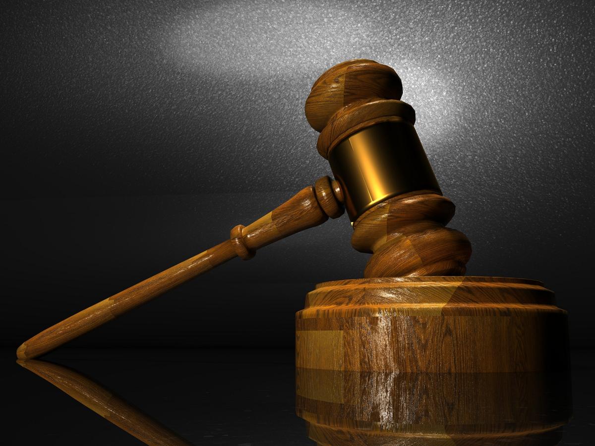 Un juez permite que un padre se desentienda de su hijo autista
