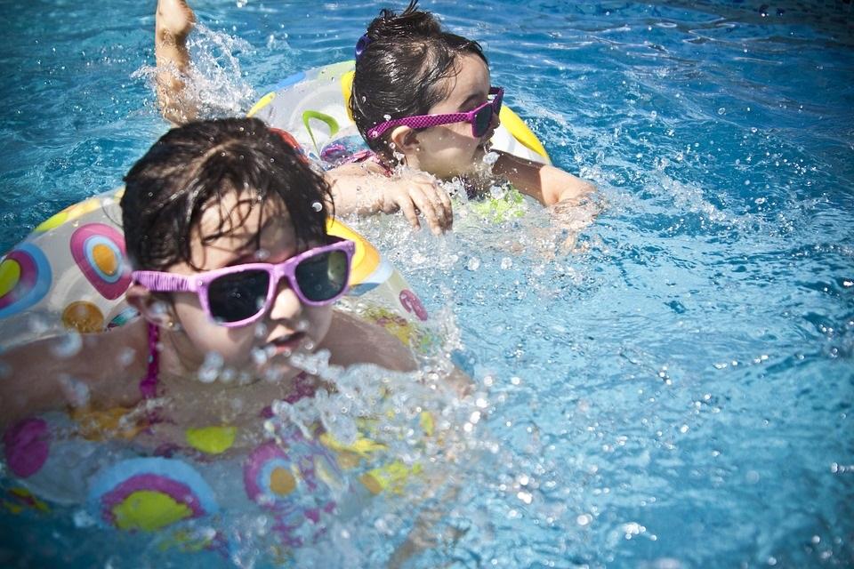 piscina-familia