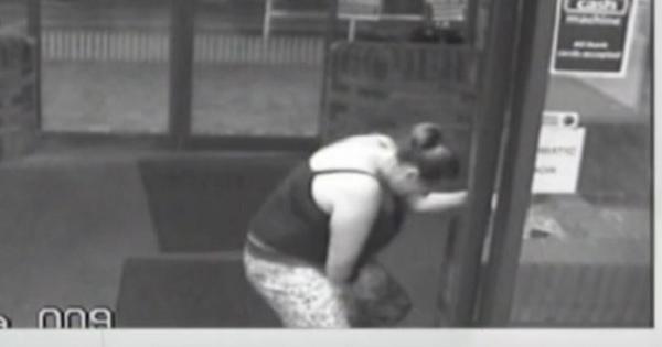 Una mujer da a luz en segundos y en las puertas del hospital