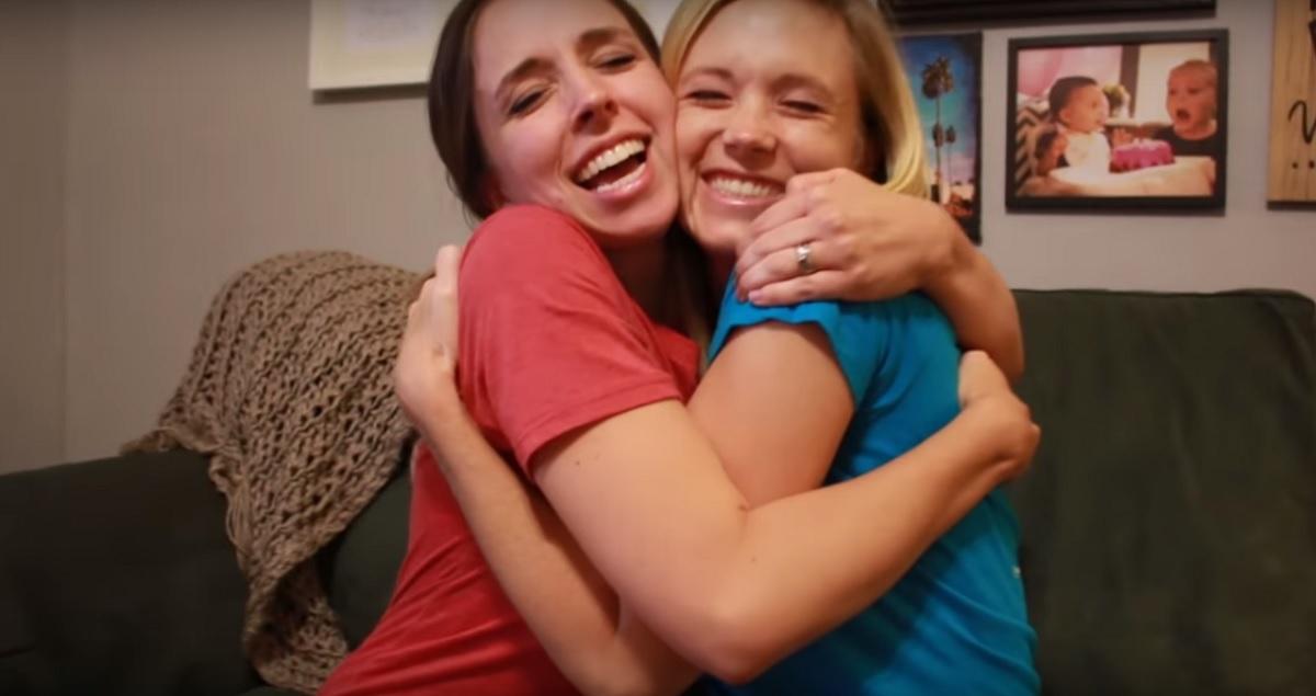 El viral de dos hermanas que se anuncian a la vez que están embarazadas