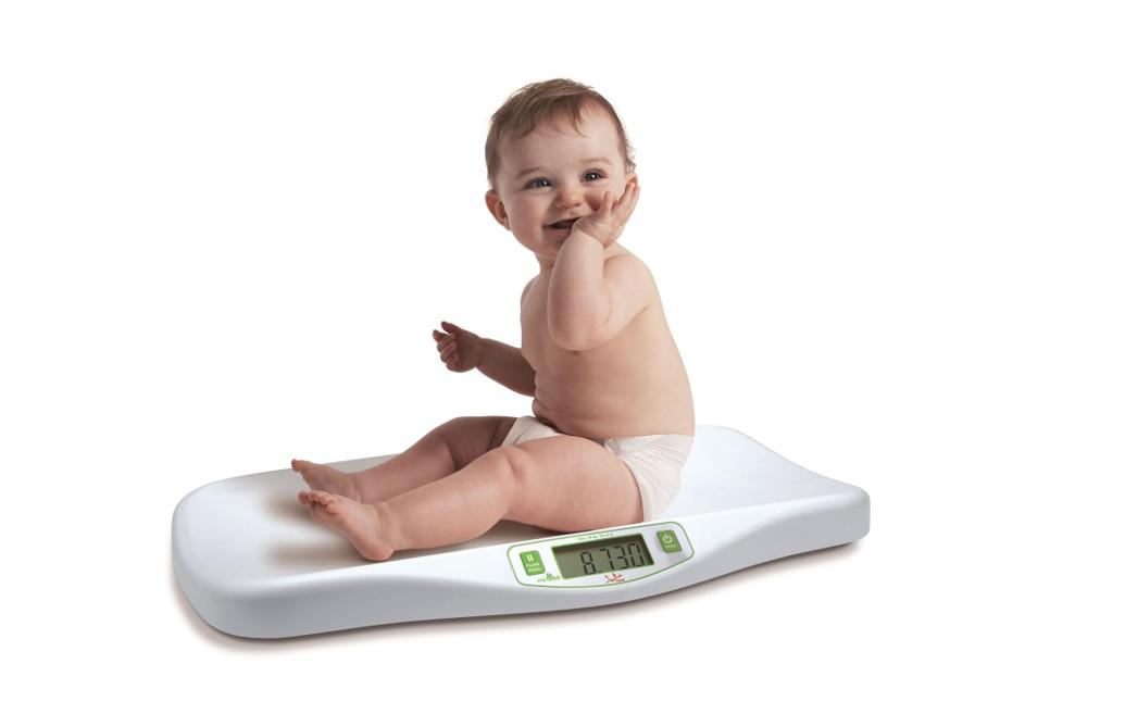salud del bebe y la bascula