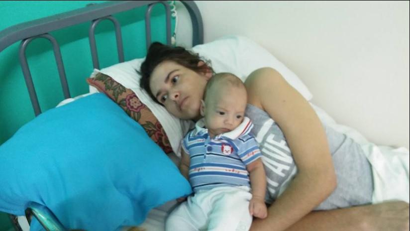 Madre conoce a su bebé
