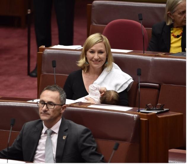 Bebé en el Parlamento