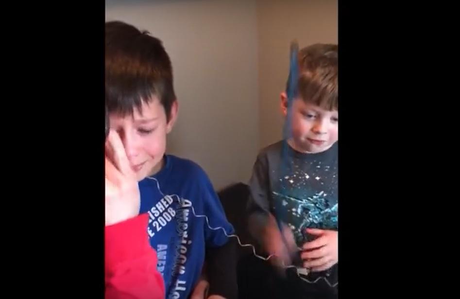 extraerle un diente a su hermano