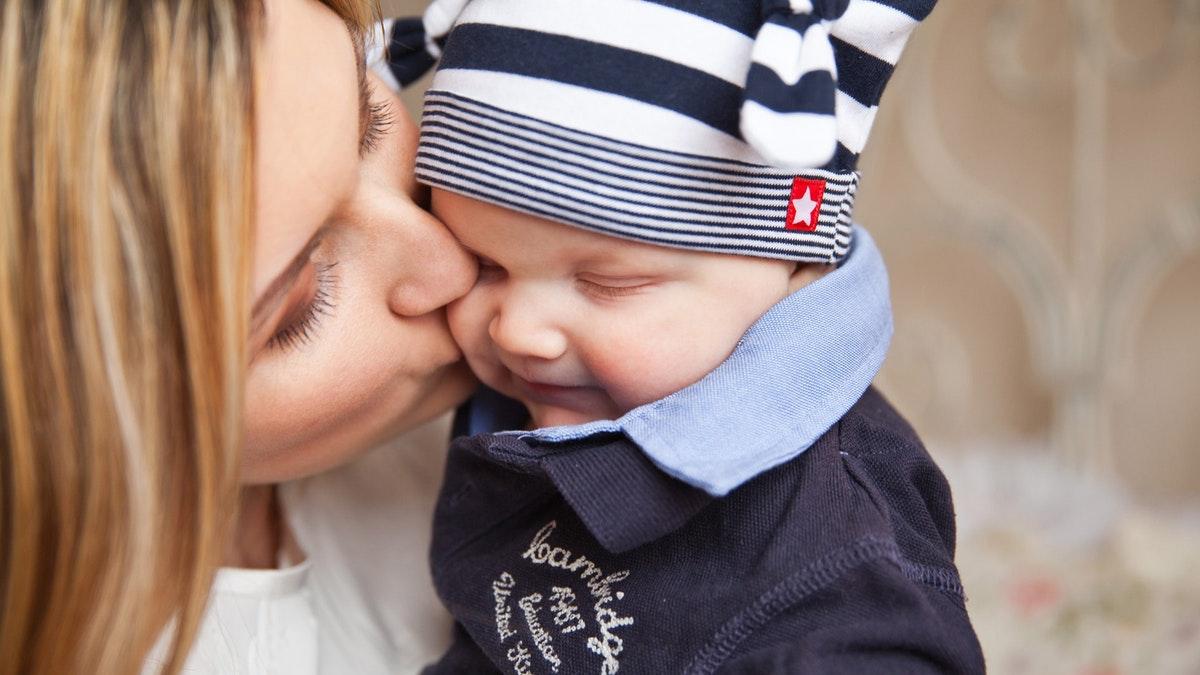 El cariño y el amor que se le da afecta al cerebro del bebé