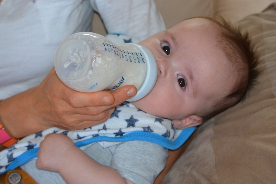 La caries del biberón, problema dental entre los bebés