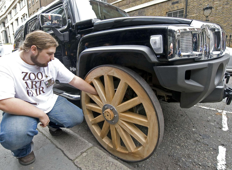El Hummer de las ruedas de madera