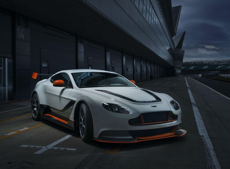 Aston Martin Vantage GT12 1