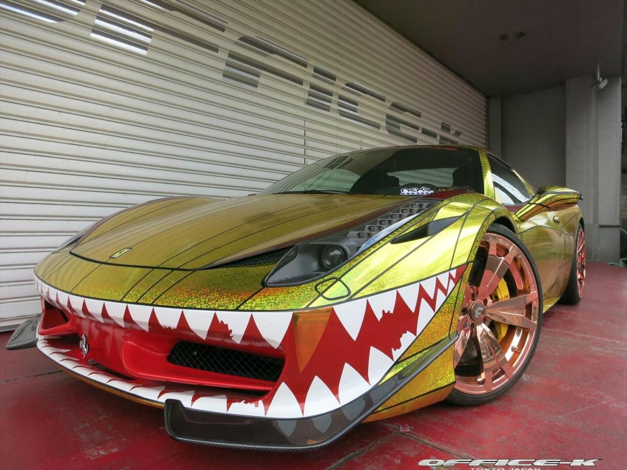 Ferrari 458 Spider: 2 bromas de mal gusto