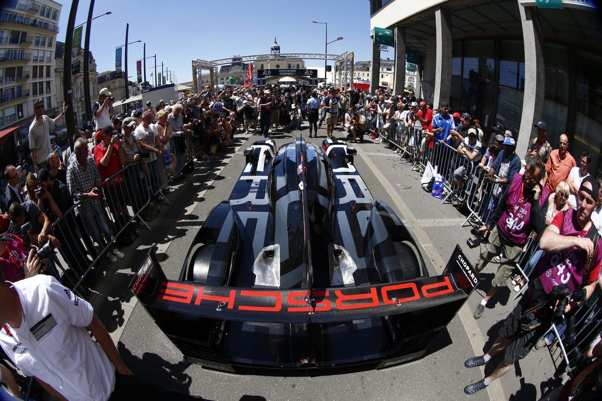 Le Mans Porsche 2
