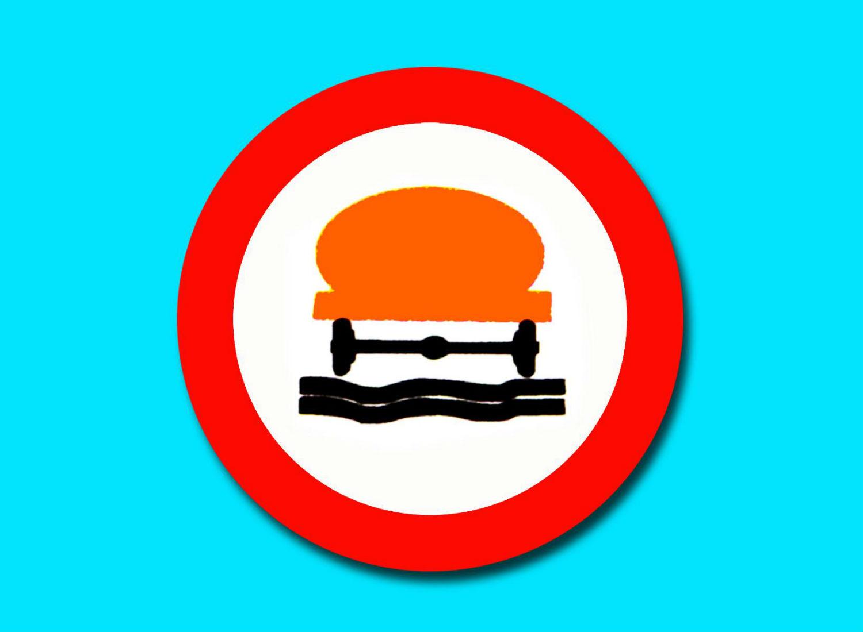 Prohibido aparcar y otras señales de tráfico - Mercancías peligrosas