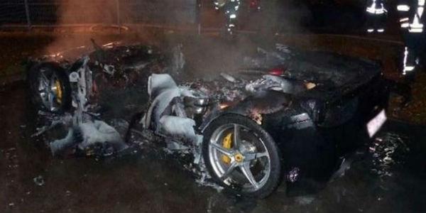 Quema su Ferrari