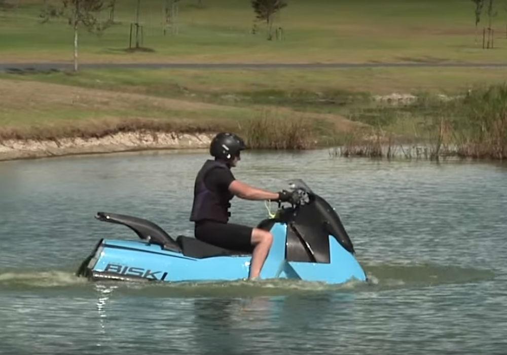 Gibbs Biski, la moto… ¡anfibia!