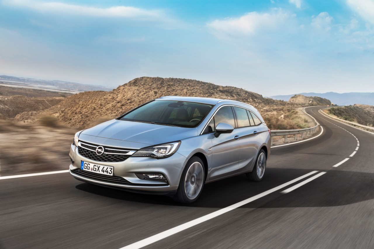 Opel Astra Sports Tourer, también con motor diesel biturbo