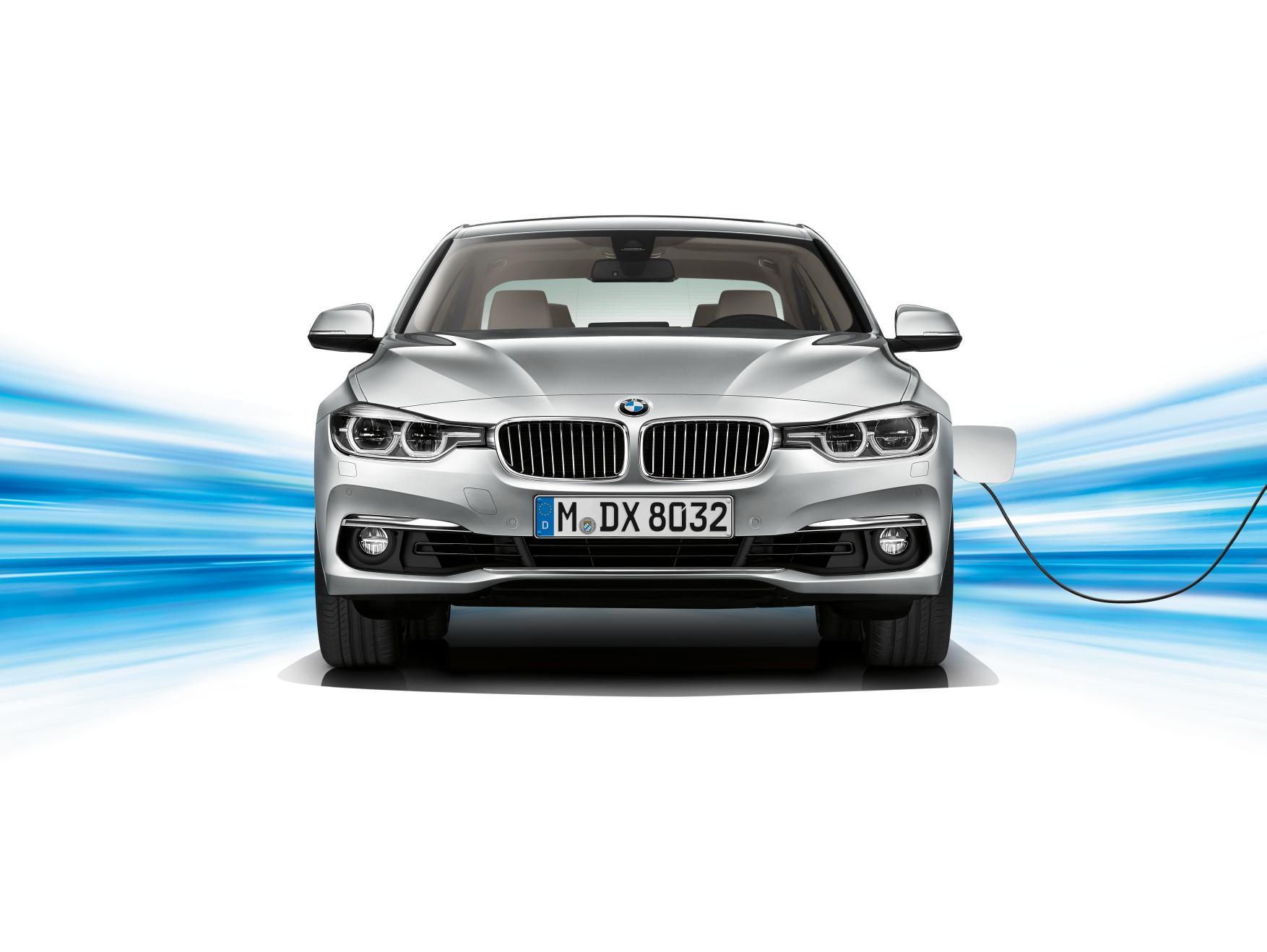 BMW 330e 1