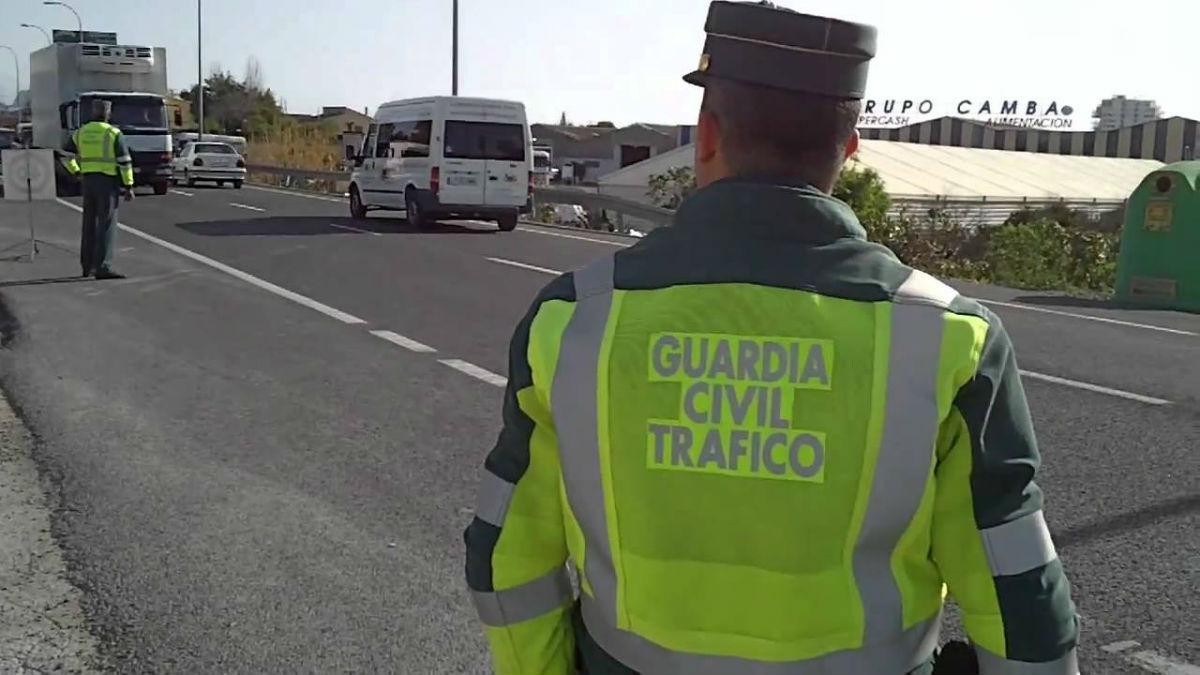 Desde ahora, ser sorprendido por la Guardia Civil conduciendo sin puntos en el carnet será considerado como delito.