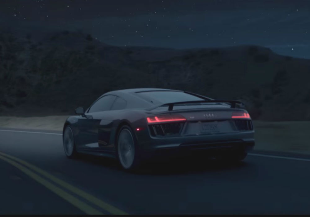 El Audi R8 viaja a la luna durante la Superbowl