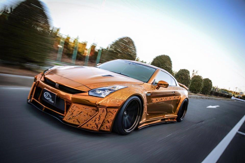 Kuhl Racing crea un Nissan GT-R… ¡de oro!