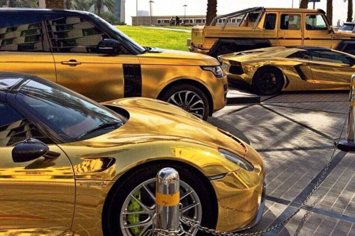 La colección de coches de oro que se paseó por Londres