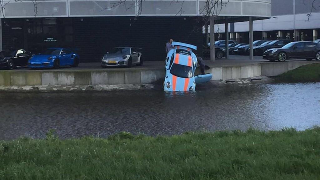 Porsche 911 GT3 RS al agua 1
