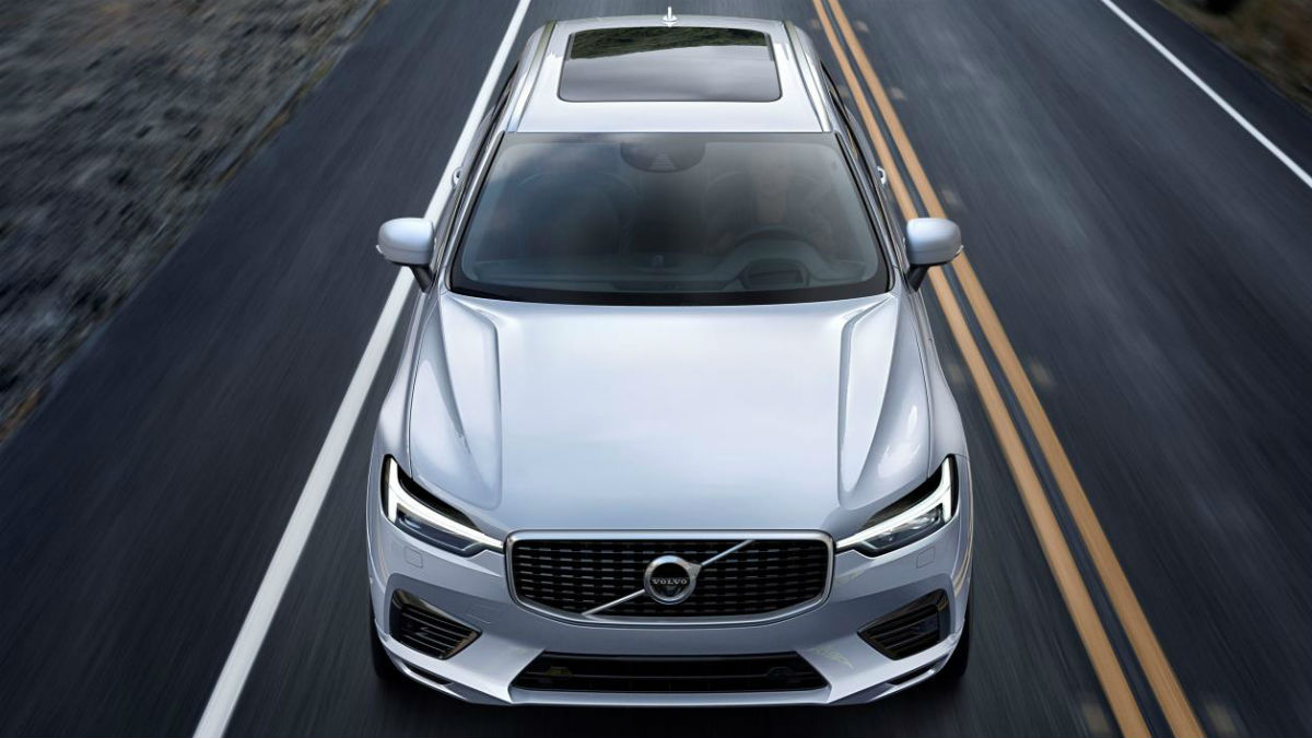La primera unidad del nuevo Volvo XC60, uno de los modelos de referencia de la marca, ha salido de la fábrica que la marca tiene en Torslanda, Suecia.