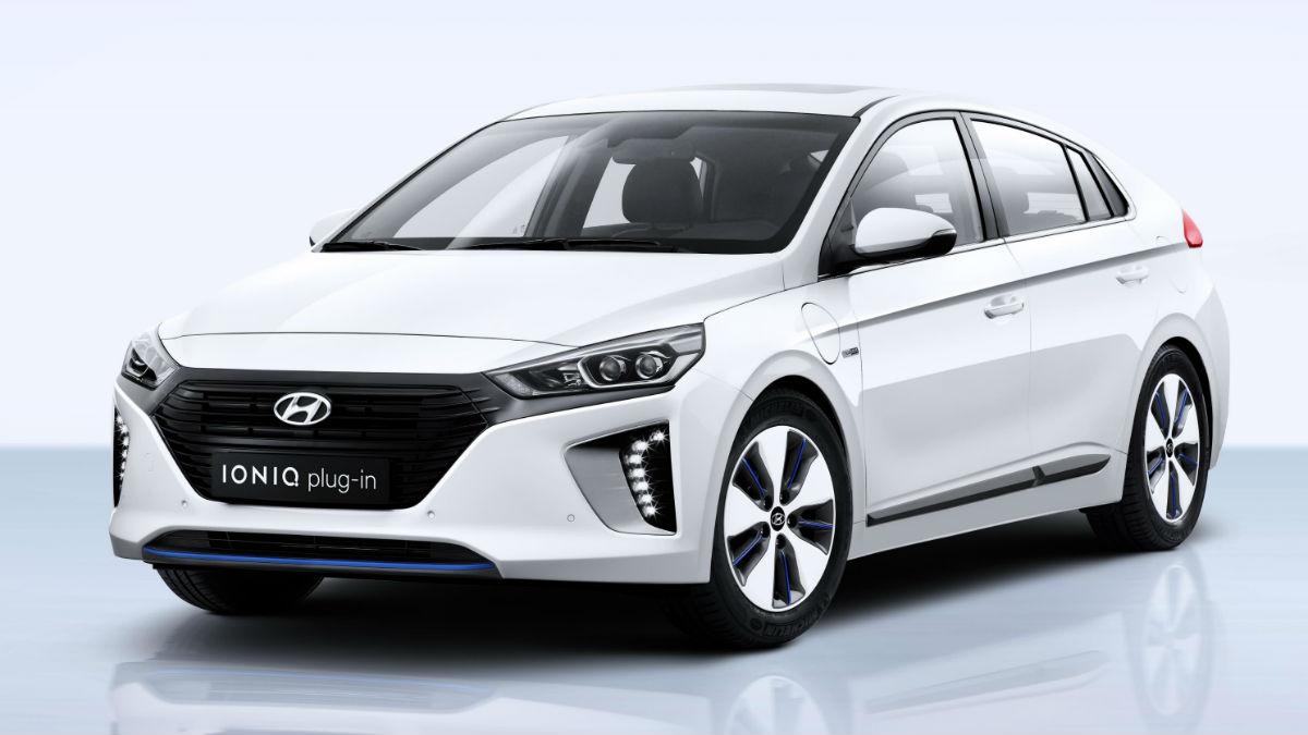 La versión híbrida enchufable del Hyundai Ioniq es capaz de recorrer hasta 63 kilómetros en modo 100% eléctrico.