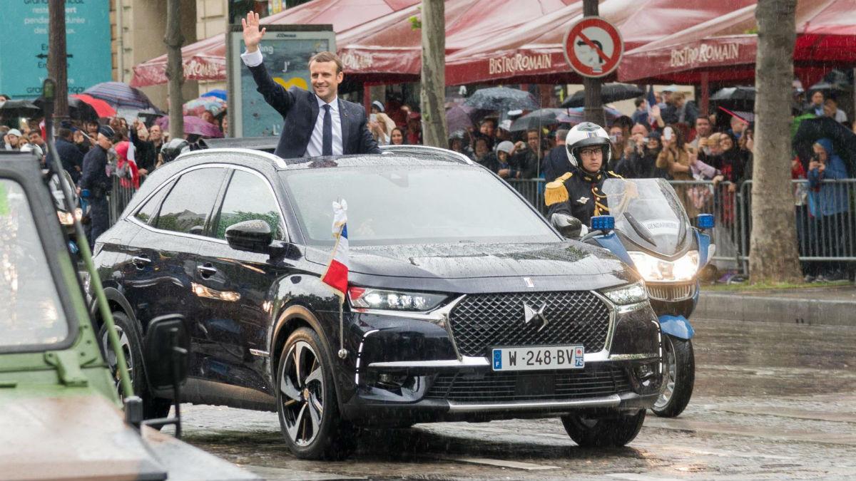El coche oficial de Emmanuel Macron será un DS 7 que tiene como principal peculiaridad la presencia de un techo de lona  corredizo.