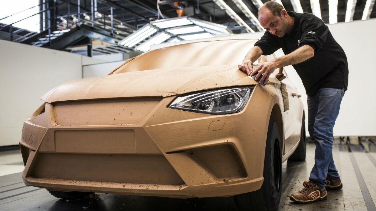 Crear un nuevo modelo como el Seat Ibiza sigue requiriendo el realizar una maqueta a escala real con arcilla. Es el llamado 'clay model'.