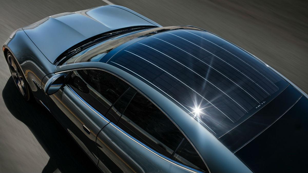 La presencia de un techo solar en los vehículos eléctricos podría empezar a ser norma en los eléctricos del futuro gracias a un proyecto de Panasonic.