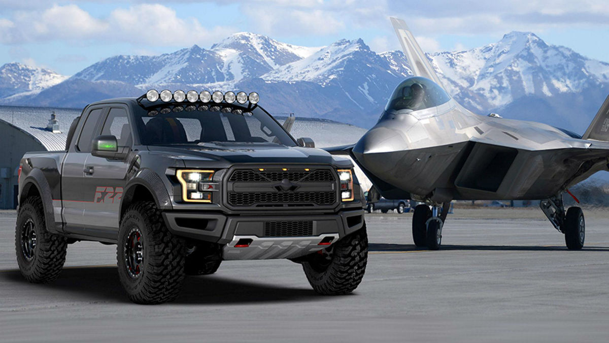 El Ford F-22 Raptor intimida.