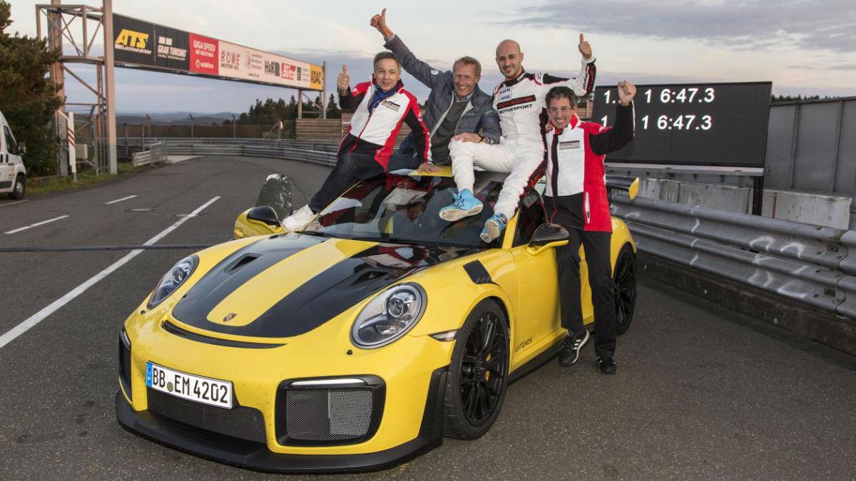 El Porsche 911 GT2 RS se ha convertido en el 'nueveonce' de calle más rápido de la historia con un tiempo de vuelta de 6 minutos y 47,3 segundos en Nürburgring.