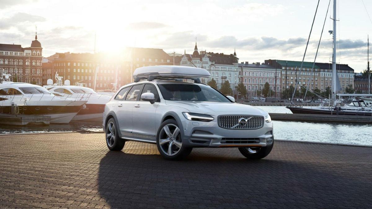 Volvo aprovecha el comienzo de la Volvo Ocean Race para lanzar una edición especial del V90 Cross Country.