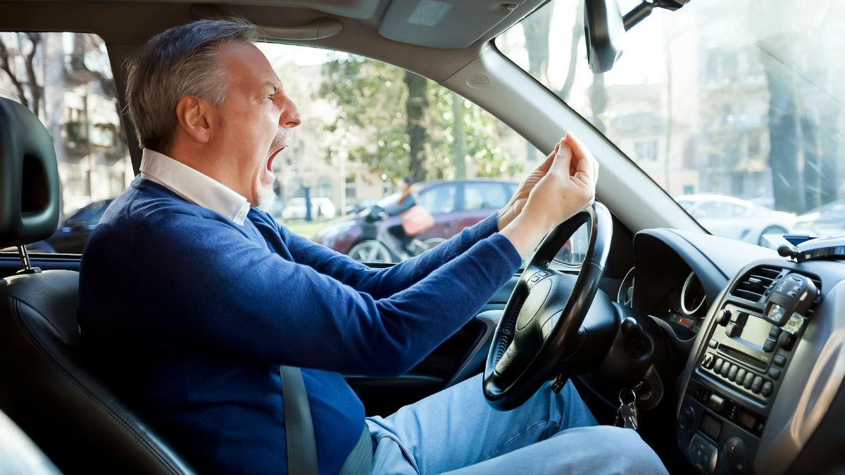 Nuestro estado de ánimo puede causar distracciones al volante, que son una de las causas más comunes a la hora de sufrir un accidente en la carretera.
