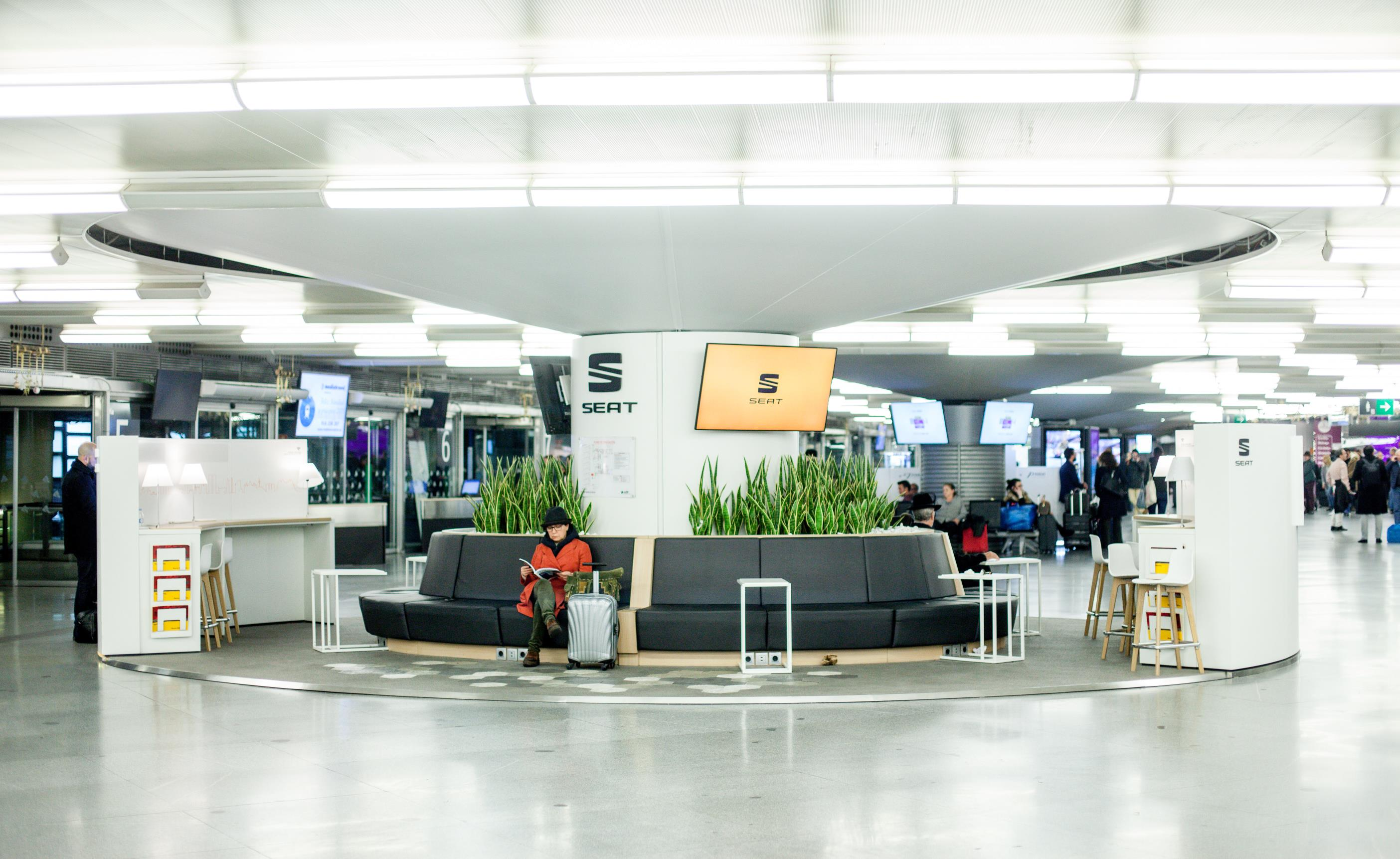 Seat prepara una serie de interesantes iniciativas para todos los usuarios de las estaciones de Sants y Atocha, descuentos en el parking para sus clientes incluidos.