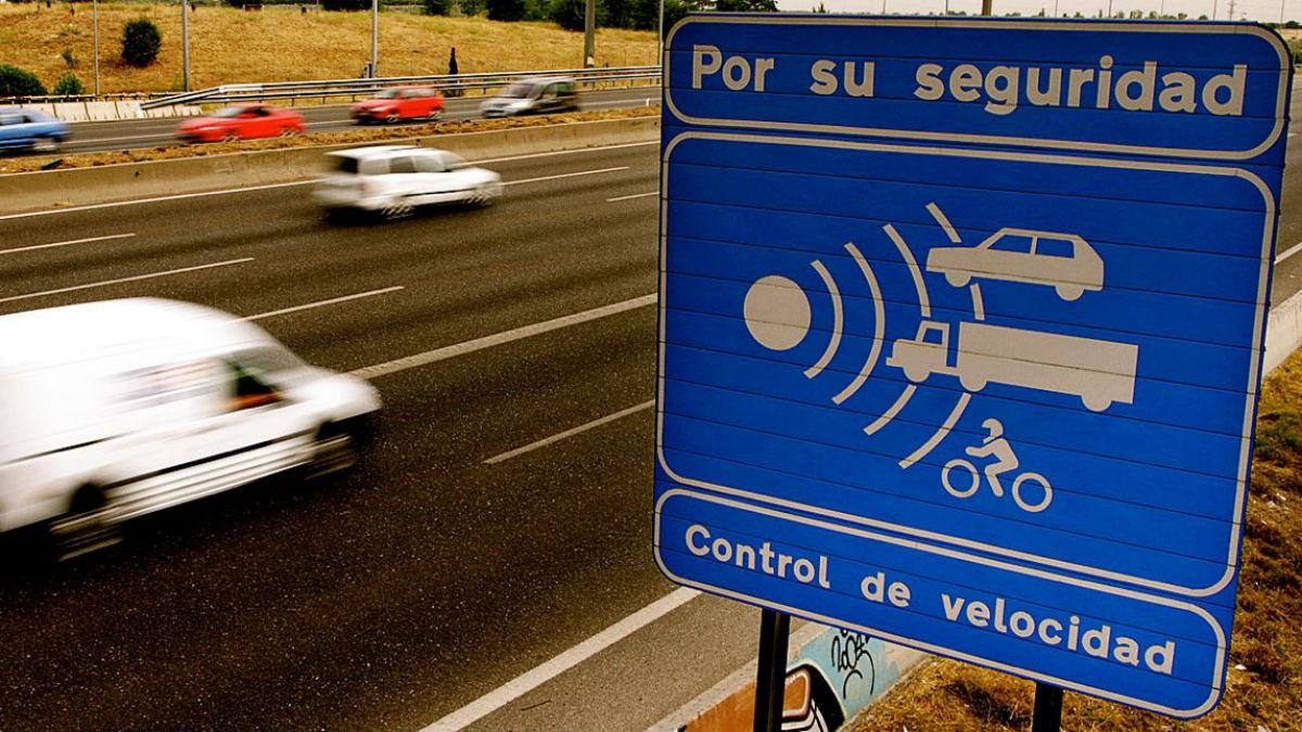 Automovilistas Europeos Asociados ha llevado a cabo un estudio que nos indica cuáles son los radares que más multan de España.