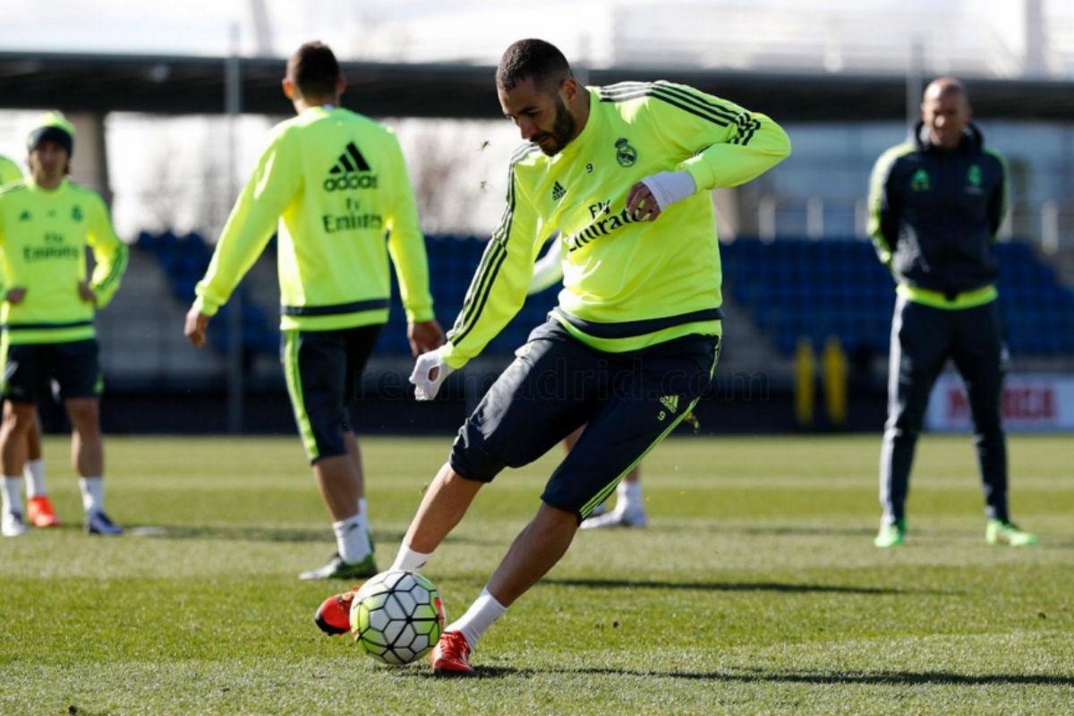 Benzema se entrenó con el grupo y apunta al derbi. (Imagen: realmadrid.com)