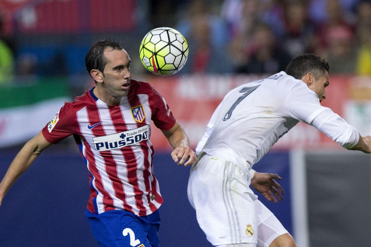 Godín, en el derbi contra el Real Madrid. (Getty)