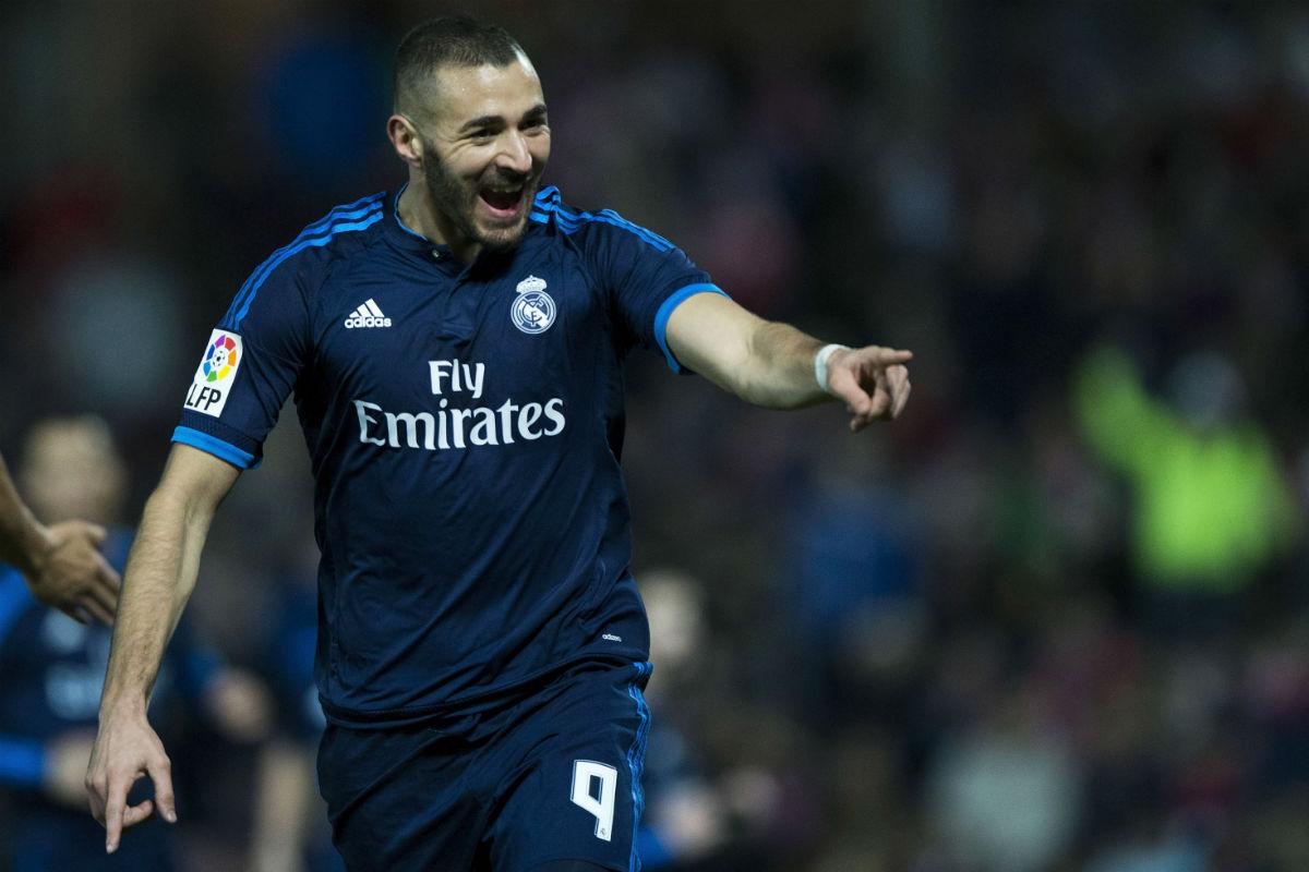 Karim Benzema celebra su gol al Granada. (Getty)