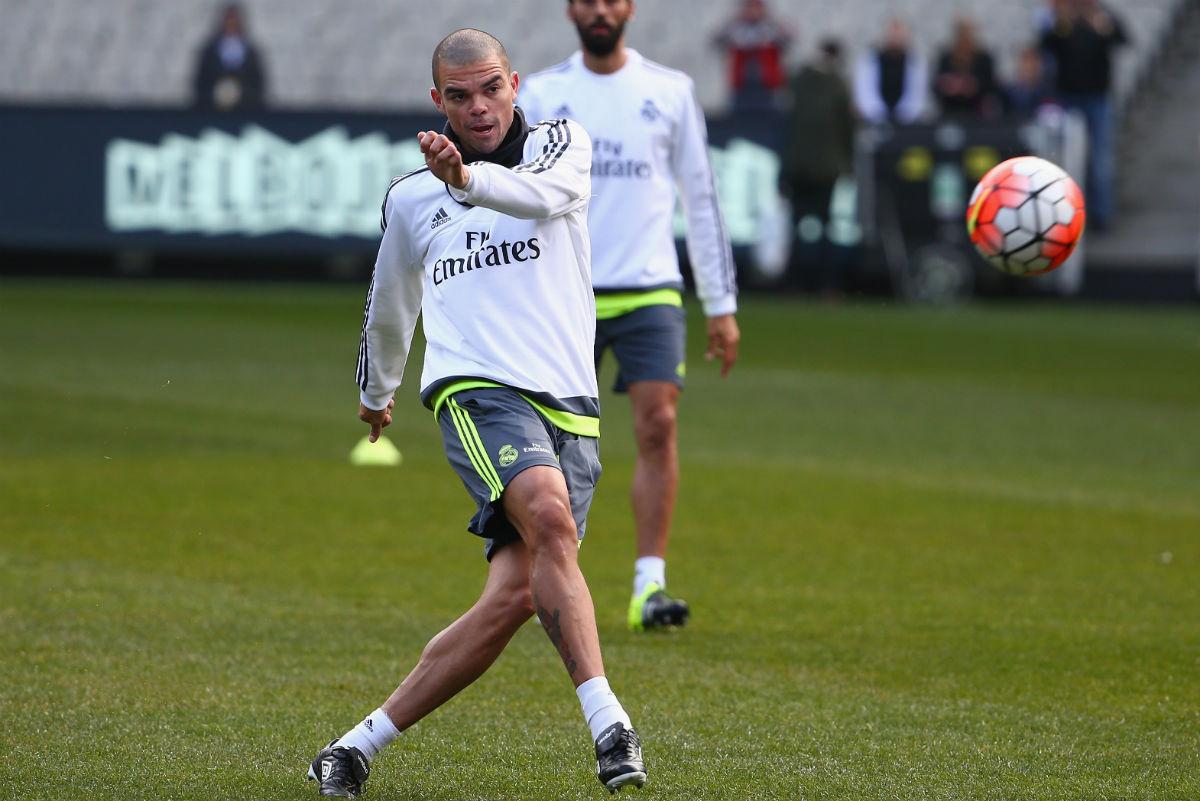 Pepe está casi descartado para el partido contra la Roma. (Getty)