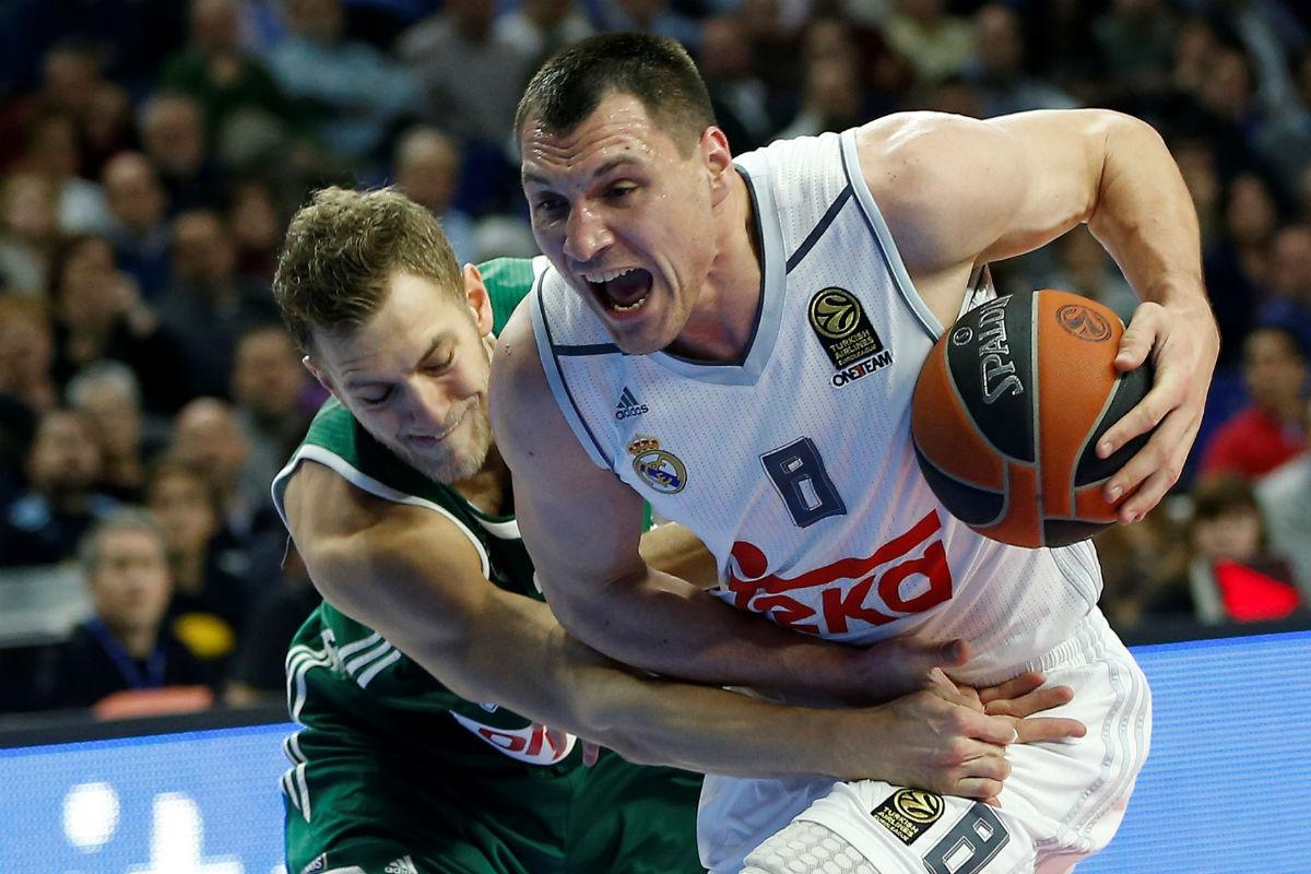 Jonas Maciulis disputa un balón en el partido de Euroliga contra el Zalgiris. (Getty)