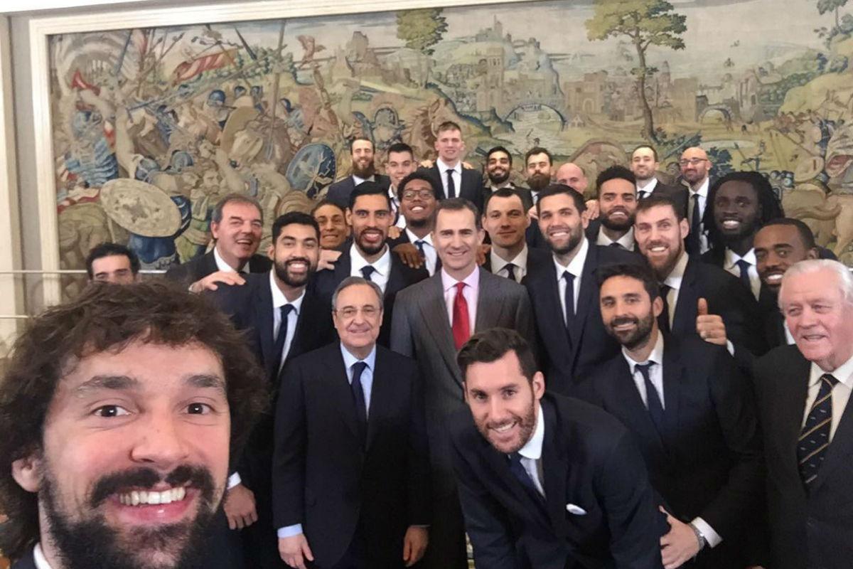 Llull hizo un 'selfie' con el Rey Felipe VI.