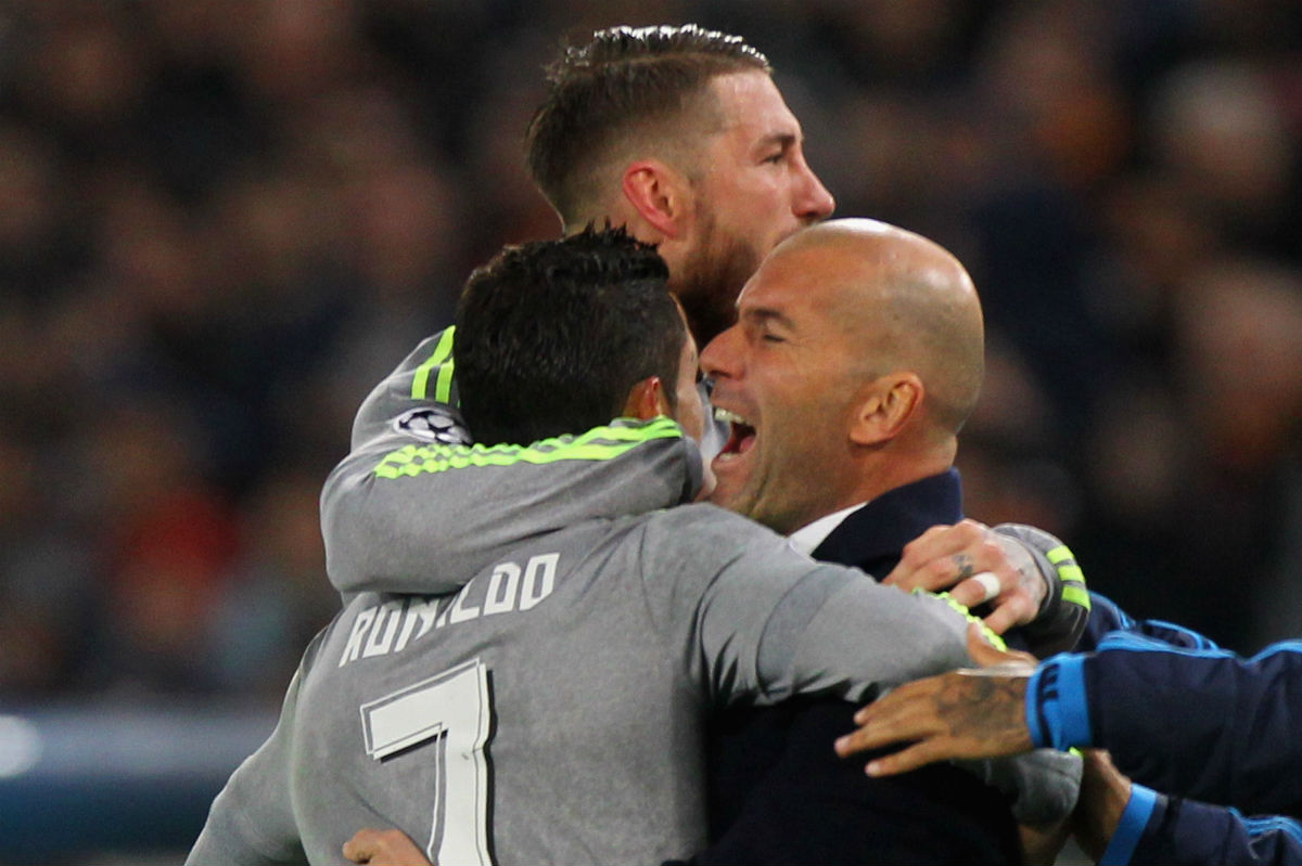 Ronaldo y Ramos celebran con Zidane el primer gol del Real Madrid en Roma. (Getty)