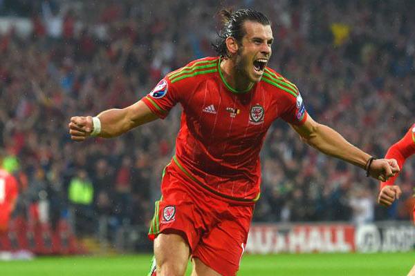 Gareth Bale celebra un gol con la selección galesa