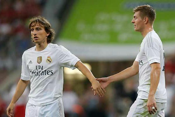Kroos y Modric durante un partido con el Real Madrid