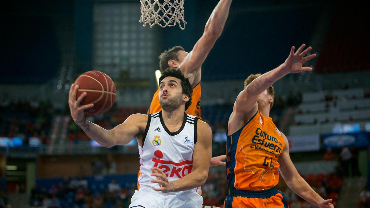 Facundo Campazzo realiza un aro pasado en la temporada 2014/15. (ACB)