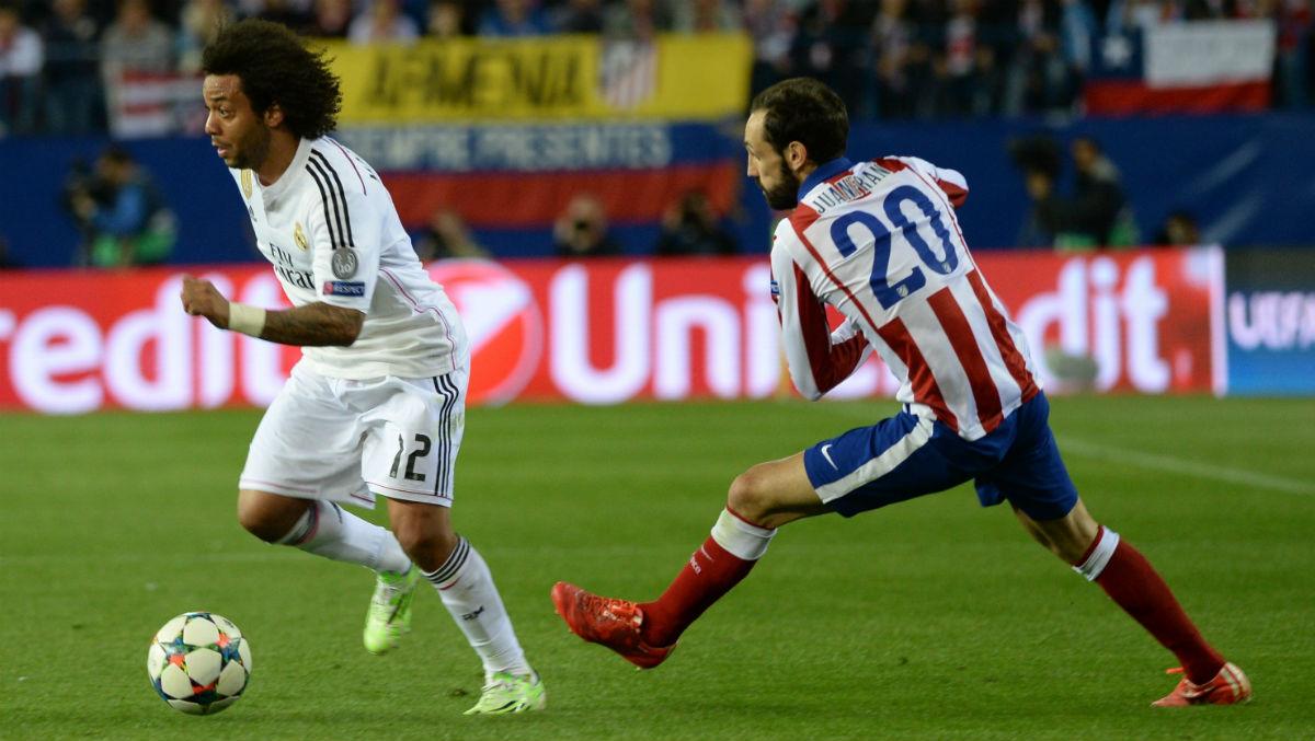 Juanfran Torres persigue a Marcelo en un derbi. (Getty)