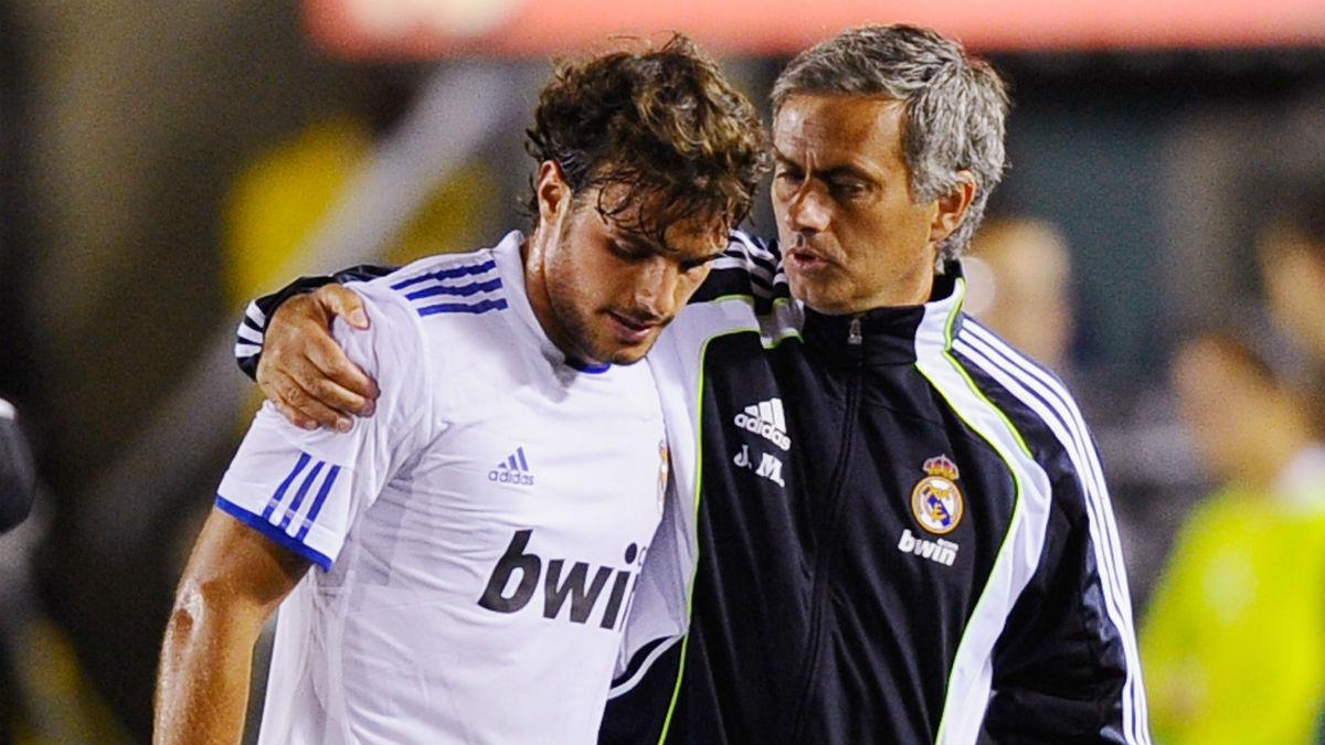 Pedro León y José Mourinho. (Getty)